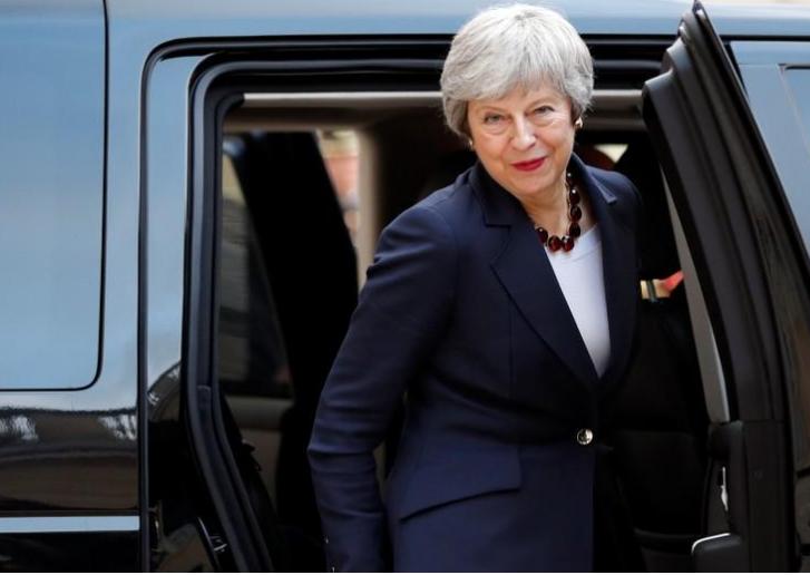 May defiende retraso del Brexit en Parlamento