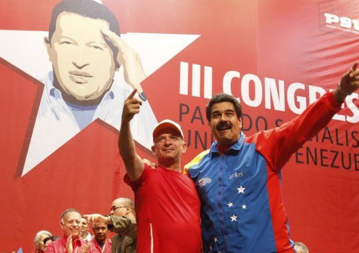 El presidente Nicolás Maduro junto al Exjefe de inteligencia militar de Chávez, Hugo Carvajal (a la izquierda), en Caracas, Venezuela. 27 de julio de 2014/ FOTO: entregada por un tercero, Miraflores Palace vía Reuters.