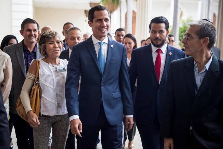 El jefe del Parlamento de Venezuela, Juan Guaidó (c), asiste a una sesión de la Asamblea Nacional este martes, en Caracas (Venezuela)/ FOTO: MIGUEL GUTIÉRREZ/EFE