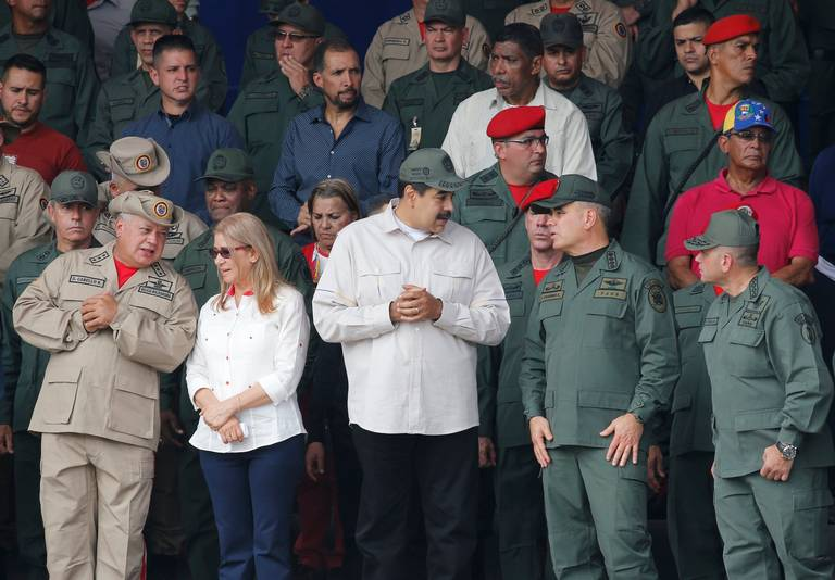 Nicolás Maduro junto a sus más cercanos colaboradores en la ceremonia por el 10mo aniversario de la Milicia Bolivariana en Caracas el 13 de abril del 2019/FOTO: ARIANA CUBILLOS AP