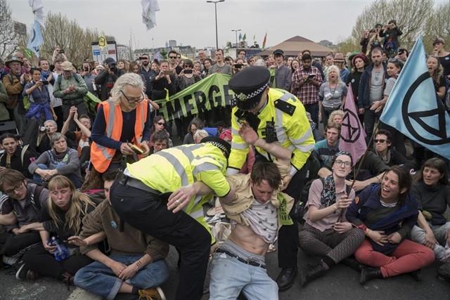 Ya son 300 los detenidos desde el inicio de las protestas/FOTO: Nigel Dickinson