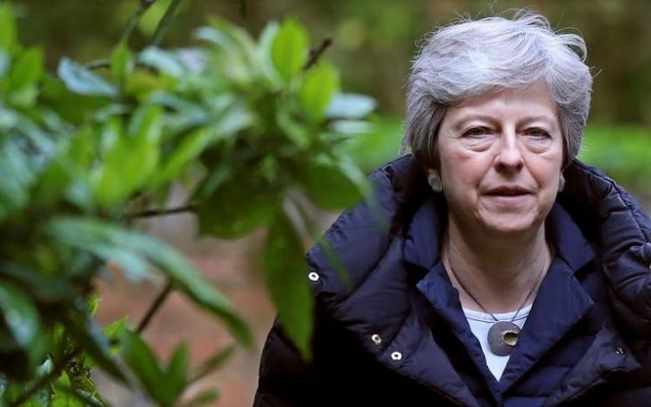 El primer ministro de Reino Unido, Theresa May, arriba a una iglesia en Sonning, Reino Unido. Mayo 5, 2019/ FOTO: REUTERS/Simon Dawson.