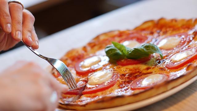 """6 señales que indican que comes para """"ocultar"""" lo que sientes"""