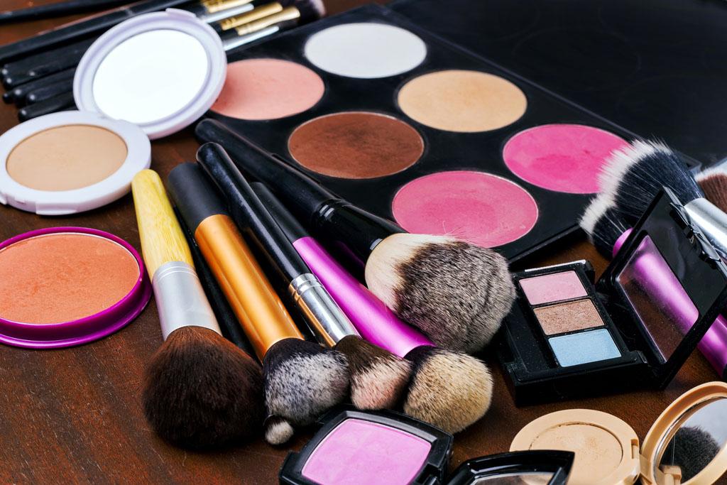 Resultado de imagen para maquillaje y brochas