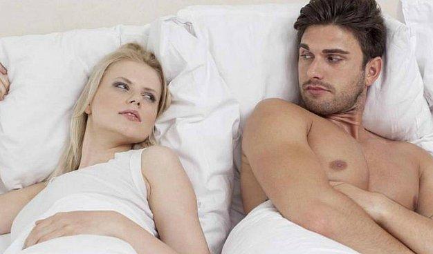 La condición de una relación según la posición al dormir