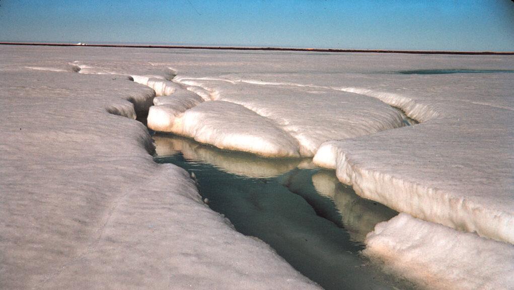 Agujeros súper colosales en hielo antártico desmitificados por científicos