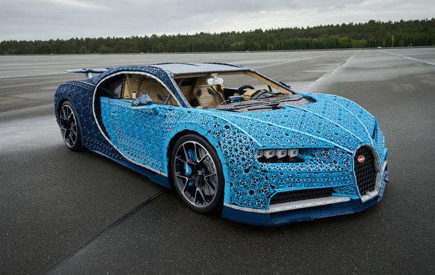 Bugatti Chiron hecho de Lego