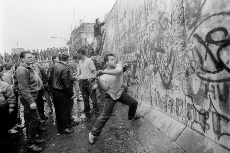Resultado de imagen para caida del muro de berlin
