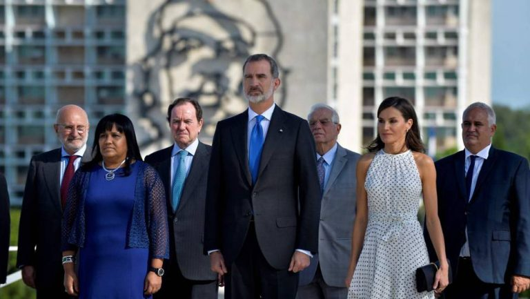 Los reyes de España rinden homenaje a Alicia Alonso en visita oficial a La Habana