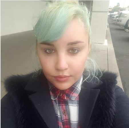 Amanda Bynes regresa a Instagram después de 2 meses para publicar una rara selfie con cabello verde