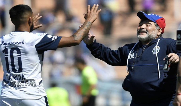 Maradona obtiene su primera victoria con Gimnasia en la Superliga
