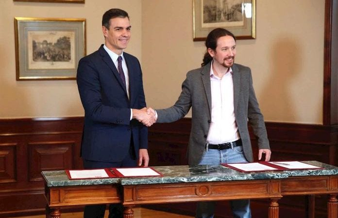 Pedro Sánchez firma acuerdo con Pablo Iglesias para formación de gobierno de coalición en España