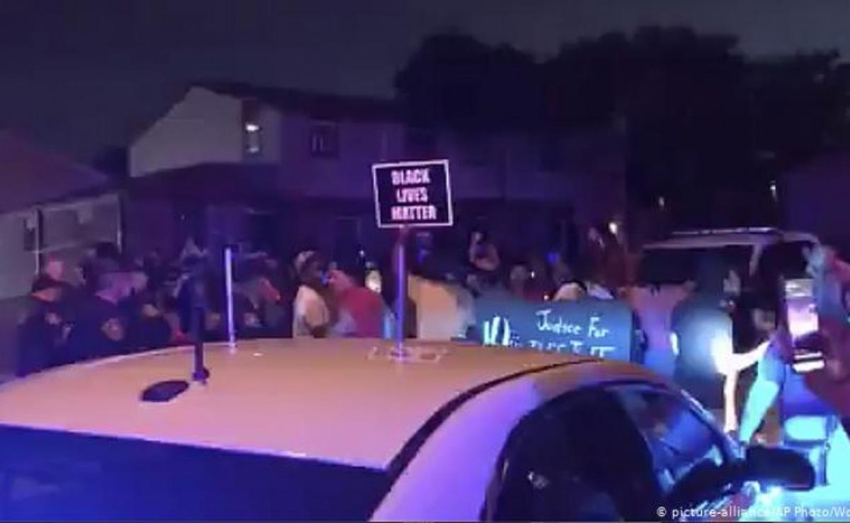 policía dispara a hombre negro