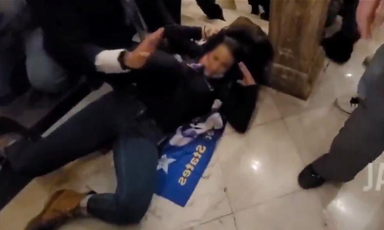 mujer fallcida en las protestas en Estados Unidos
