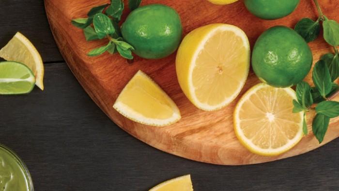Limón con hierbabuena