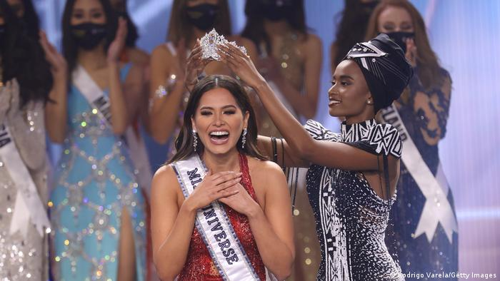 coronacion de la nueva Miss Universo